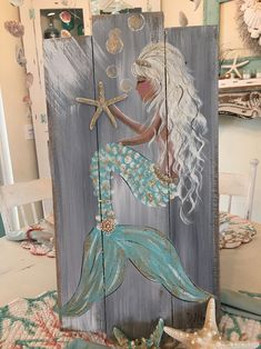 Mermaids On Wood, Beach Themed Crafts, Beach Crafts, Diy Crafts, Stone Painting, Fence Painting, Mermaid Artwork, Mermaid Pictures, Sea Glass Crafts