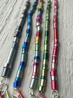 knitting needle bracelet- Long Bead : New bracelet style! I the color variation of knitting needles and this is the perfect way to show them off! The 'long bead' bracelet comes in a bunch of fun colors- check them out! Fabric Jewelry, Metal Jewelry, Beaded Jewelry, Aluminum Can Crafts, Aluminum Cans, Fashion Bracelets, Jewelry Bracelets, Necklaces, Diy Knitting Needles