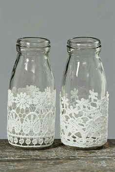 Decorative Bottles : Decorative Milk Bottles with Lace, con botes Juanito Fernandez DIY & Crafts Wine Bottle Crafts, Mason Jar Crafts, Bottle Art, Shabby Chic Accessories, Diy Accessories, Diy And Crafts, Arts And Crafts, Bottles And Jars, Milk Bottles
