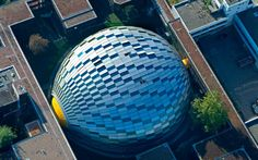 Philological Library of the Free University, Berlin, Germany. It was designed by Norman Foster in the shape of a human brain. Norman Foster, Classical Architecture, Amazing Architecture, Architecture Details, Foster Architecture, Futuristic Architecture, The Fosters, Geodesic Dome Homes, Round Building