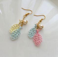 水引ピアス】二枚の葉っぱ*桃色 | ハンドメイドマーケット minne Idea Box, Macrame Earrings, Lace Fabric, Jewelry Crafts, Bali, Knots, Diy And Crafts, Hobbies, Gems