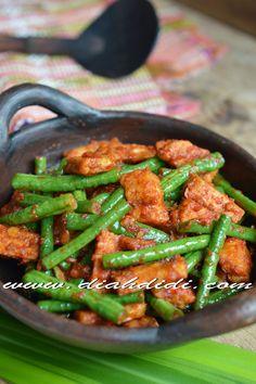 Diah Didi's Kitchen: Tumis Kacang Panjang & Tempe Bumbu Ulek Spicy Dishes, Veg Dishes, Tempe Recipe, Asian Recipes, Healthy Recipes, Asian Foods, Healthy Food, Green Bean Dishes, Indonesian Cuisine