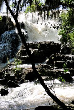 Cachoeira dos Venâncios em Cambará do Sul, estado do Rio Grande do Sul, Brasil. Fotografia: Gus Valentim no Flickr.