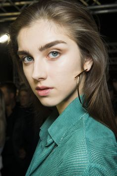 Cappucino eyeshadow with no mascara or minimal mascara