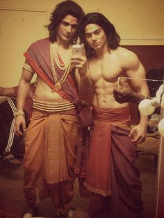 anjalikamahabharat:  Star plus Mahabharat Selfies and Arjun checking his hair… he pulled a Nakul  They love looking good in their costumes :P   Kunti is too cute when she tries to be evil. Love you, Shafaq!