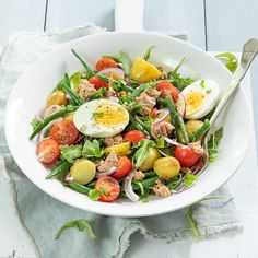 Salade niçoise Clean Recipes, Veggie Recipes, Healthy Recipes, Healthy Diners, Salade Caprese, Nicoise Salad, Good Food, Yummy Food, French Dishes