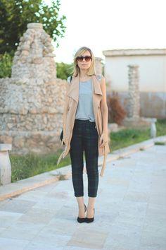 teenvogue, MY SHOWROOM, Priscila Betancort, pantalon cuadros, chaleco beige, kling, bolso H&M, gafas zerouv, outfit vest, street style, blog...