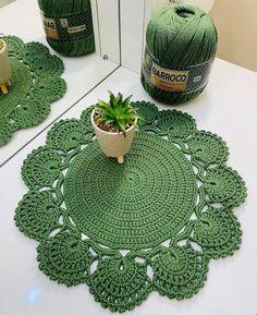 Crochet Placemats, Crochet Table Runner, Crochet Doilies, Crochet Flowers, Crochet Woman, Knit Crochet, Crochet Stitches For Beginners, Applique Templates, Crochet Squares