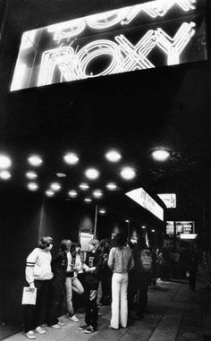 (1985)- Metal fans in front of ROXY (Sunset Strip)