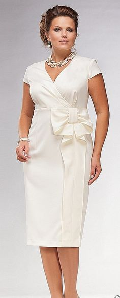 Клуб любителей шитья Сезон no cap sleeves or large bow for a plus size and the waist should be set at the narrowest part of the body Plus Size Dresses, Plus Size Outfits, Dresses For Work, Elegant Dresses, Beautiful Dresses, Formal Dresses, Girl Fashion, Fashion Dresses, Womens Fashion