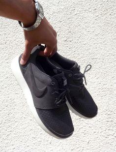 Idée et inspiration Sneakers Nike   Image   Description   Roshe Run in all black Nike |