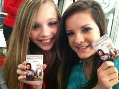 maddie and brooke with dance moms room keys! I want one!!!