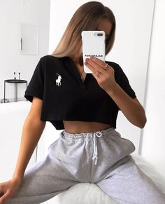 Best Picture For lazy outfits ideas For Your Taste You are looking for something, and it is going to Cute Highschool Outfits, Cute Lazy Outfits, Sporty Outfits, Mode Outfits, Retro Outfits, Stylish Outfits, Black Top Outfits, Trendy Winter Outfits, Summer Outfits