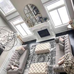 37 White and Silver Living Room Ideas That Will Inspire You - Home Decor Bliss Silver Living Room, Glam Living Room, Beautiful Living Rooms, Formal Living Rooms, Living Room Decor High Ceilings, Modern Living, Living Room Decor Grey Couch, Silver Room, Minimalist Living