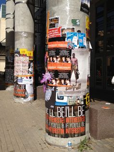 http://goo.gl/Ur8sZ Ads are everywhere at SXSW, from branded bars to old-fashion flyers.