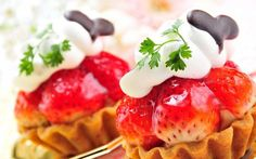 A beautiful picture of #Sweets #Cakes #Cream #Berries #Strawberries Wallpaper downloaded from http://alliswall.com