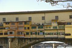 Ponte Vecchio, Firenze (Toscana, Italy). Particolare del lato est, visto dalla riva destra dell'Arno - by Silvana, marzo 2014