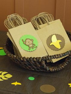 {we are doing green and yellow for L's 4th- these are cute}