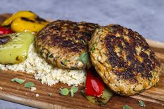 Chicken burgers with bulgur and sautéed vegetables. A quick and easy meal to make in just minutes. You can find the recipe at akispetretzikis.com Chicken Patty Recipes, Healthy Chicken Recipes, Meat Recipes, Chicken Patties, Sauteed Vegetables, Meat Lovers, Easy Food To Make, Fun Cooking, Greek Recipes