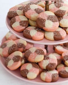 Chocolate, strawberry, vanilla — our Neapolitan desserts apply the classic flavor combination to cupcakes, cookies, and a tasty frozen cake. Icebox Cookies, No Bake Cookies, Sugar Cookies, Neapolitan Recipe, Neapolitan Cake, Yummy Snacks, Delicious Desserts, Köstliche Desserts, Dessert Recipes