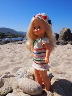 A los taitantos se me ha dado por ponerme a jugar con las muñecas. Por lo que he recuperado mi Nancy de Famosa y me he puesto a coserle vestidos. Ya veis cada loco con su tema.