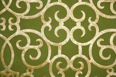 1970's Retro Wallpaper – Vintage Metallic Gold and Green Flocked Wallpaper door RetroWallpaper op Etsy https://www.etsy.com/nl/listing/171708513/1970s-retro-wallpaper-vintage-metallic