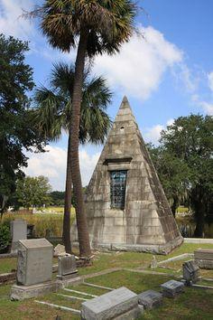 Charleston Daily Photo: Cemetery Strolling - Magnolia