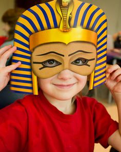 This would be a really fun activity for students to do after reading the book about King Tut. this activity will have the students use the creative side and make a pretty cool looking King Tut mask. Having the students be creative is a really good thing. Ancient Egypt Crafts, Egyptian Crafts, Ancient Aliens, Egyptian Mask, Egyptian Party, Egyptian Costume, King Tut Mask, Indianapolis Childrens Museum, Thinking Day