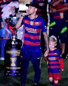 Comemoração do Doblete no Camp Nou ! Camp Nou, Neymar Jr, Good Soccer Players, Lionel Messi, Fc Barcelona, Manchester United, Role Models, Athlete, Major League