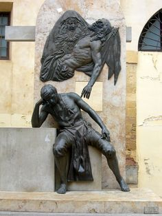 Juan de Mesa y El Cristo de las Angustias - Monumento a Juan de Mesa y Velasco en la plaza de San Pedro (Córdoba). Escultor: José Manuel Belmonte