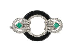 A diamond emerald onyx brooch in Art-Déco-style    14 ct. white gold. Richly decorated with over 100 small round cut diamonds