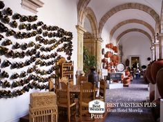 EL MEJOR HOTEL DE MORELIA. El Ex Convento Franciscano, también conocido como Casa de las Artesanías, es un conjunto arquitectónico construido a principios del siglo XVII y fue hasta 1972, cuando se convirtió en Casa y Museo de las Artesanía de Michoacán. Aquí encontrará a los artesanos de la región, trabajando y mostrando a los visitantes sus artesanías. En Best Western Plus Gran Hotel Morelia, le invitamos a visitar este lugar en su próxima visita. #bestwesternmorelia