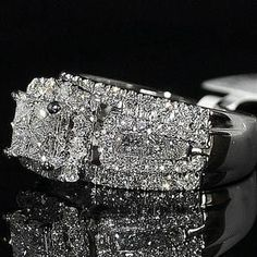 Bague Diamant Tendance : Wedding Ring Princess Cut Diamond 3 in 1 style Cathedral side Big Princess Cut Rings, Princess Cut Diamonds, Pretty Rings, Beautiful Rings, Diamond Wedding Rings, Diamond Rings, Wedding Bands, Diamond Jewellery, Bridal Rings