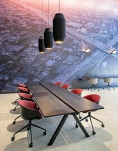 Büromöbel Konferenztisch Holz Wandgestaltung