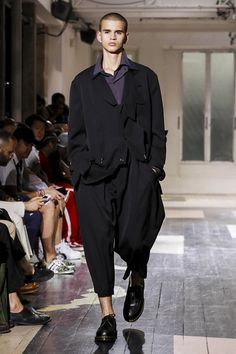 LIVE from Paris: Watch the Spring Summer 18 Yohji Yamamoto menswear show at 17:30 CEST.