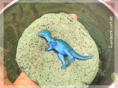 Dino in Ei verstecken