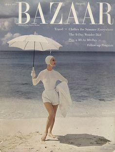 model Evelyn Tripp in swimsuit on cover of June 1954 Vogue - doesn't that say Bazaar? Fashion Magazine Cover, Fashion Cover, Look Fashion, Retro Fashion, Simply Fashion, Lauren Hutton, Vintage Vogue, Vintage Ads, Vintage Images