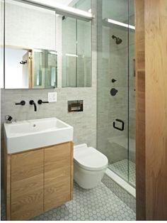 Sizler için hazırladığımız En yeni banyo geniş ve dar Banyo modellerini 2017 inceleyebilirsiniz. Banyo alanınız ister küçük ister büyük olsun banyo dekorasyonu için uygulayabileceğiniz birçok pratik fikir vardır. Bu fikirler sayesinde küçük dokunuşlarla büyük etki yaratabilmek mümkündür. Üstelik bu bütçenizi zorlamayan bir dekorasyon olacaktır. Banyo Dekorasyonuna Yönelik Etkili Fikirler Banyoda kullanacağınız bir tepsi ya da kamıştan örme bir sepetin içine sabun, küçük havlu, parfüm, oda...