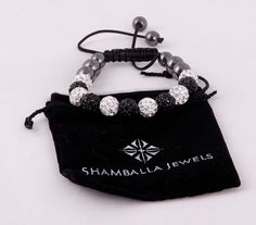 Браслет Шамбала с черными и белыми бусинами и стразами