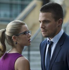 Stephen Amell as Oliver Queen & Emily Bett Rickards as Felicity Smoak in Arrow 3x01 The Calm