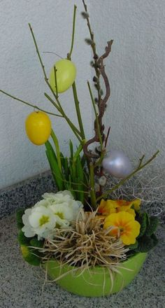 Easter Flower Decorations & Centerpieces that'll spreads the festive charm in the most beautiful way - Hike n Dip flowers Easter Flower Decorations & Centerpieces that'll spreads the festive charm in the most beautiful way - Hike n Dip Easter Plants, Easter Flowers, Easter Tree, Felt Flowers, Colorful Flowers, Beautiful Flowers, Easter Flower Arrangements, Flower Centerpieces, Flower Decorations