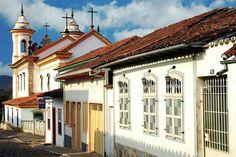 Mariana – MG  Foi a primeira vila de Minas Gerais, a primeira capital do estado e a cidade mais rica do Ciclo do Ouro. Ao longo do tempo, Mariana perdeu espaço para Ouro Preto, mas ainda atrai turistas graças ao casario colonial, às igrejas e aos artesãos.