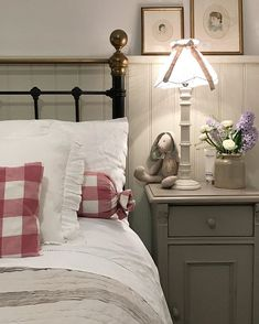 Country cottage bedroom - I went English Country in the guest room the only things I didn't repaint were the bedside cabinets I'm thinking they need repainting but… Room, Country Cottage Bedroom, Pretty Bedroom, Country Cottage Interiors, House Styles, Living Room Diy, Home Decor, House Interior, Country House Decor