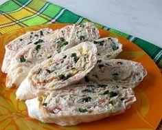Еще больше рецептов здесь https://plus.google.com/116534260894270112373/posts  Начинки для рулетов  1. Упаковка крабовых палочек, пара зубчиков чеснока, вареное яйцо, тертый сыр, зелень, майонез.  2. Пачка творога, соль, зелень, пара зубчиков чеснока, несколько ложек майонеза.  3. Пачка творога, соль, зелень, пара зубчиков чеснока, тертый сыр, кусочки соленого огурца.  4. Жареные с луком шампиньоны, зелень и упаковка (200 гр.) плавленного сыра - подойдет янтарь, дружба, сливочный, виола…