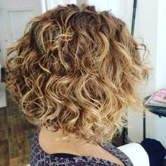 20 Simple Curly Hairstyles For Women Over 40 There's a terrible misconception out there that women let go of themselves and stop caring about their looks once they hit their forties. Curly Hair Styles Easy, Curly Hair With Bangs, Haircuts For Curly Hair, Curly Hair Cuts, Short Curly Hair, Short Hair Styles, Curly Bob, Frizzy Hair, Wavy Hair