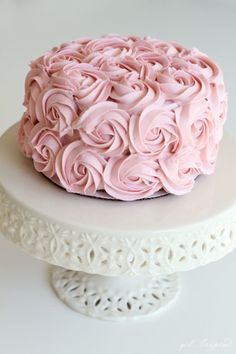 Simple and Stunning Cake Decorating Techniques - Pink Cake Decoration Ideen Cake Decorating Designs, Easy Cake Decorating, Easy Cake Designs, Cupcake Decorating Techniques, Pretty Cakes, Beautiful Cakes, Cake Mix Ingredients, Rosa Rose, Velvet Cake