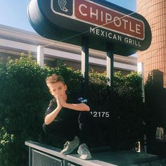 Blessed to partner up with Chipotle for #LunchByChipotle 🙏🏻 I will be coming everyday after school😂 Who wants to join me?😋 @chipotlemexicangrill