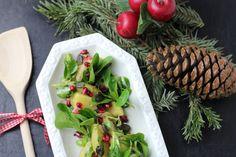 Mit unserem Winter-Kartoffelsalat könnt ihr an Weihnachten richtig punkten. Traditionell und doch modern interpretiert verspricht dieses Rezept helle Freude. Rezept auf https://www.kitchencouple.de/winter-kartoffelsalat #kartoffelsalat #kartoffel #salat