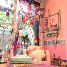 Buy Home Decorations Online Code: 6891459631 Colorful Kitchen Decor, Funky Home Decor, Eclectic Decor, Fall Bedroom Decor, Room Ideas Bedroom, Bohemian Bedroom Design, Colorful Apartment, Pink Houses, Aesthetic Rooms