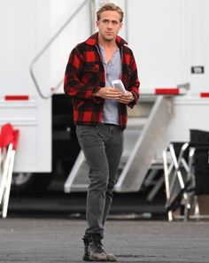gqfashion: The Week in Style Ryan Gosling killing it in buffalo plaid and a pair of boots that look like they previously belonged to an ironworker. See more of the best (and worst) looks of the week. Ryan Gosling Style, How To Wear Flannels, How To Wear Loafers, Best Dressed Man, Mens Flannel Shirt, Shirt Men, Celebrity Look, Celeb Style, Gq